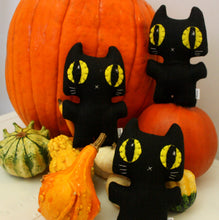 Load image into Gallery viewer, Black Cat Minou Kitty - Eco-friendly Felt Plush Kitty