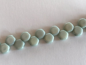 HONEYCOMB 6MM, Farbe 22 CHALK GREEN LUSTER - bead&more