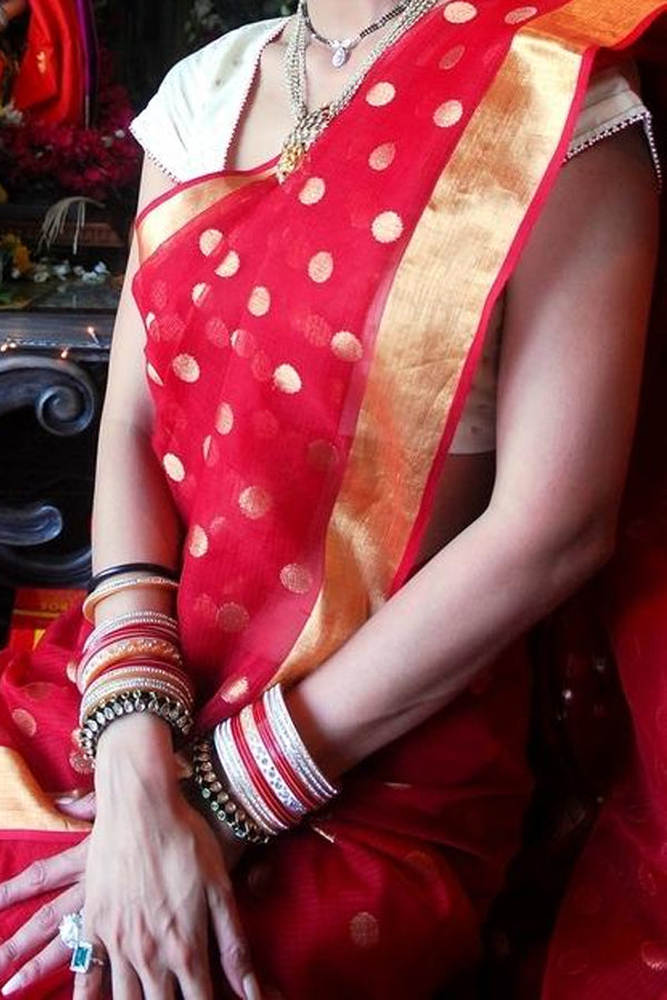 Red Colored Traditional Silk Sarees With Blouse For Women - CD459