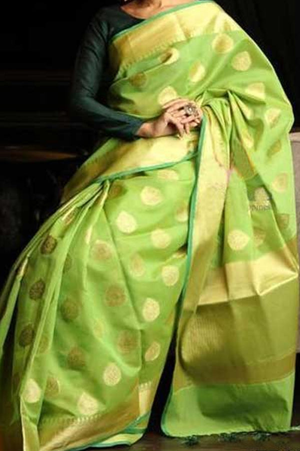 Green Colored Traditional Silk Saree With Blouse For Women - CD507