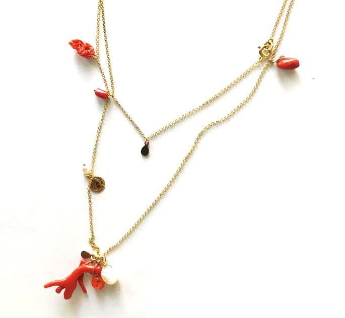 Long necklace with corals and small pendants - 029