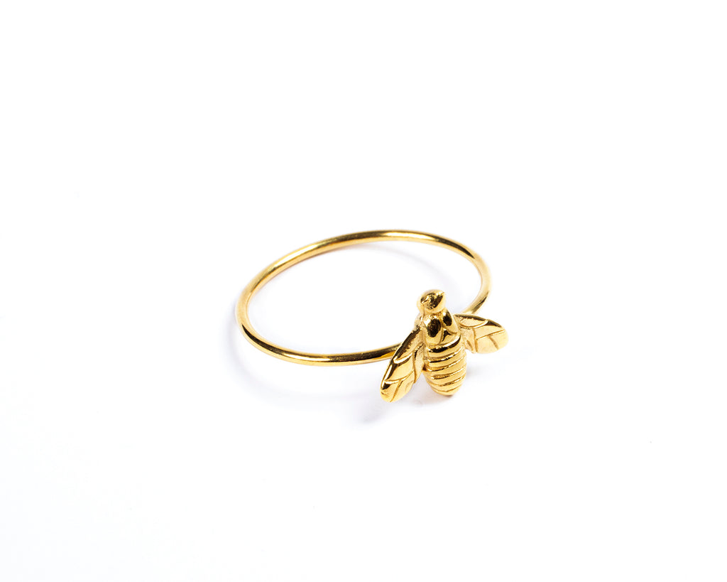 Golden ring. The bee -003