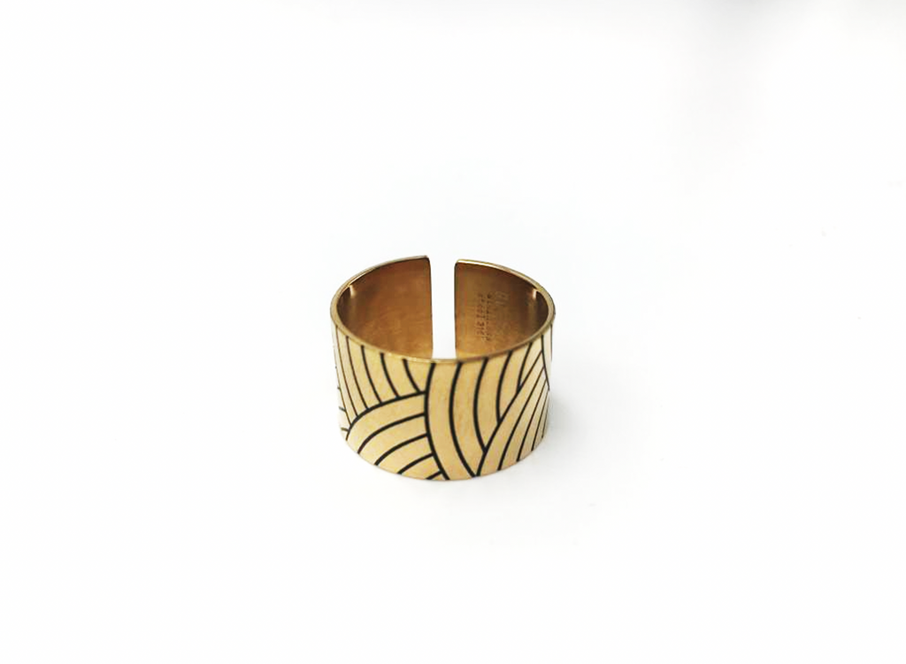 Engraved and enamelled band ring - 004