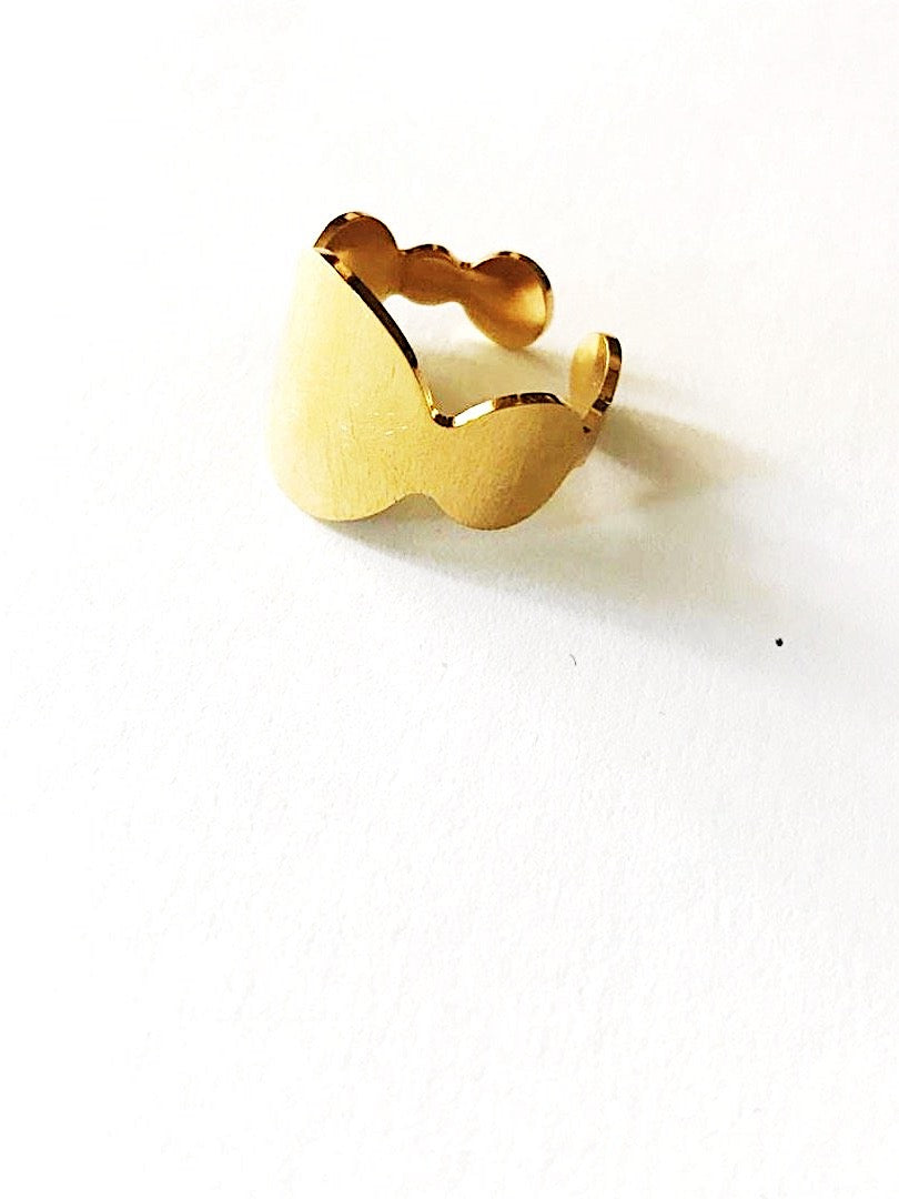Gold-plated steel open ring. The filled circles - 012