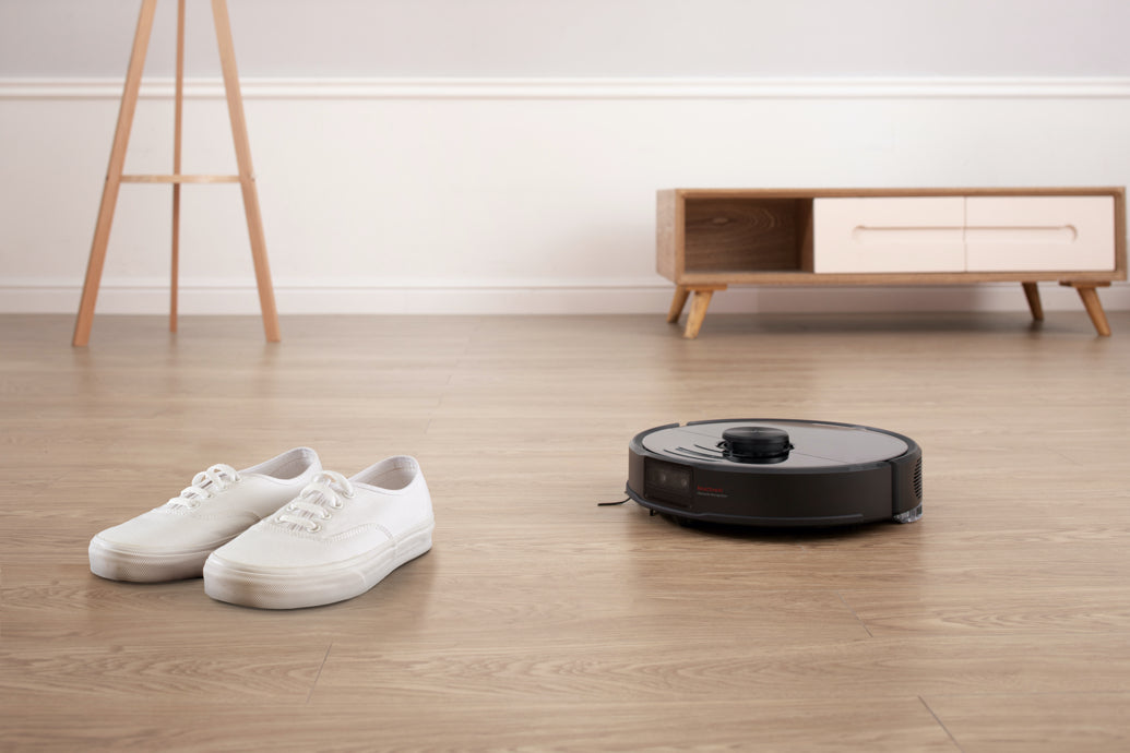 Roborock S6 MaxV recognizes and avoids obstacles when vacuuming