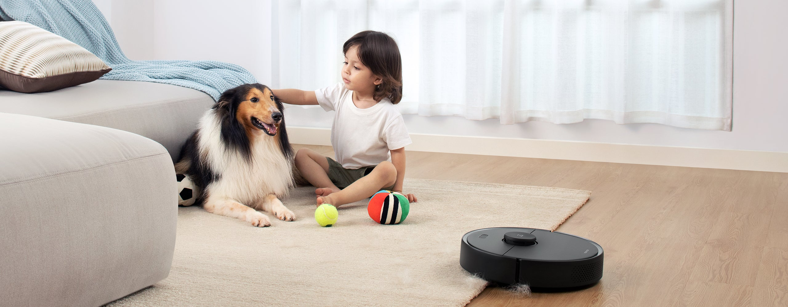 Roborock S4 Max breathtaking suction can pulling dirt off wooden floor and carpet