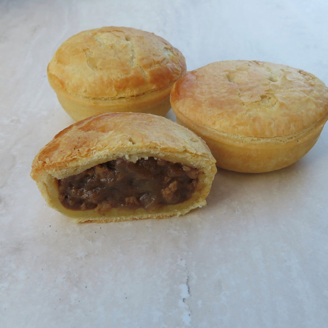 Traditional Aussie Beef Pie Party Pie (70G) Lunch Pie (220G) - Kiss Kiss Artisan Foods