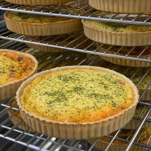 Caramelised Onion, Bacon & Cheddar Quiche Family (1.1Kg) - Kiss Kiss Artisan Foods