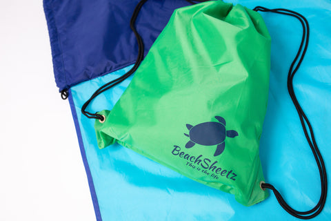 The drawstring backpack attached to the outdoor blanket, Beachsheets