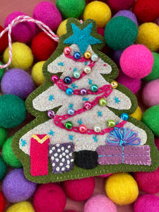 Sugar Plum Parish Wool Kit - Gum Drop Tree