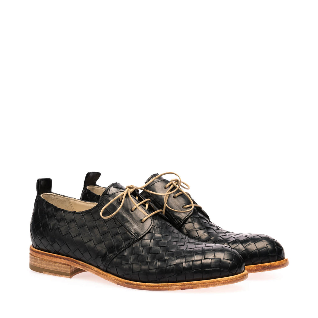 Black calfskin low braided lace-up shoe