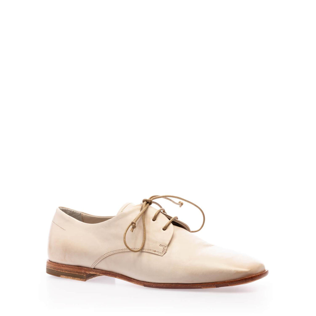 Beige calfskin  low lace-up shoe