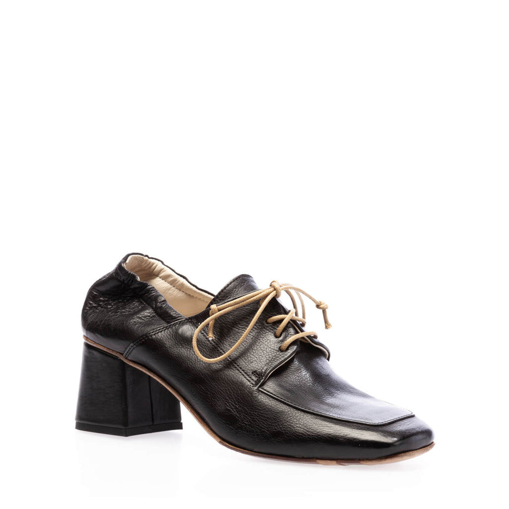 Black calfskin heeled lace-up shoe