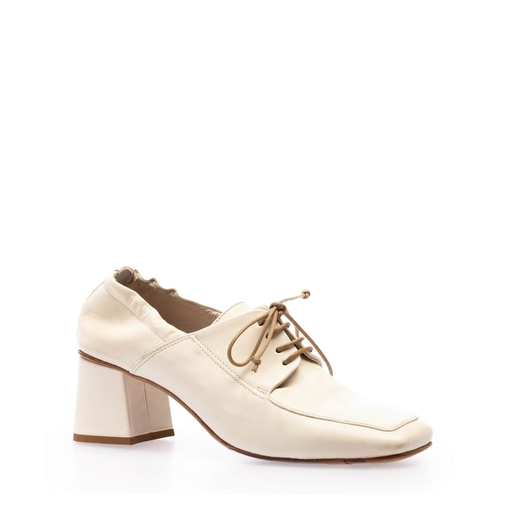 White calfskin heeled lace-up shoe