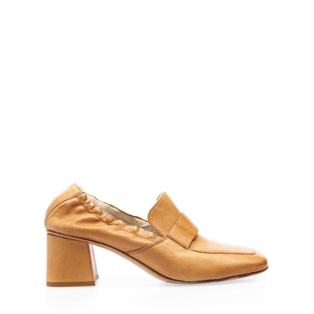 Mustard calfskin  moccasin with heel