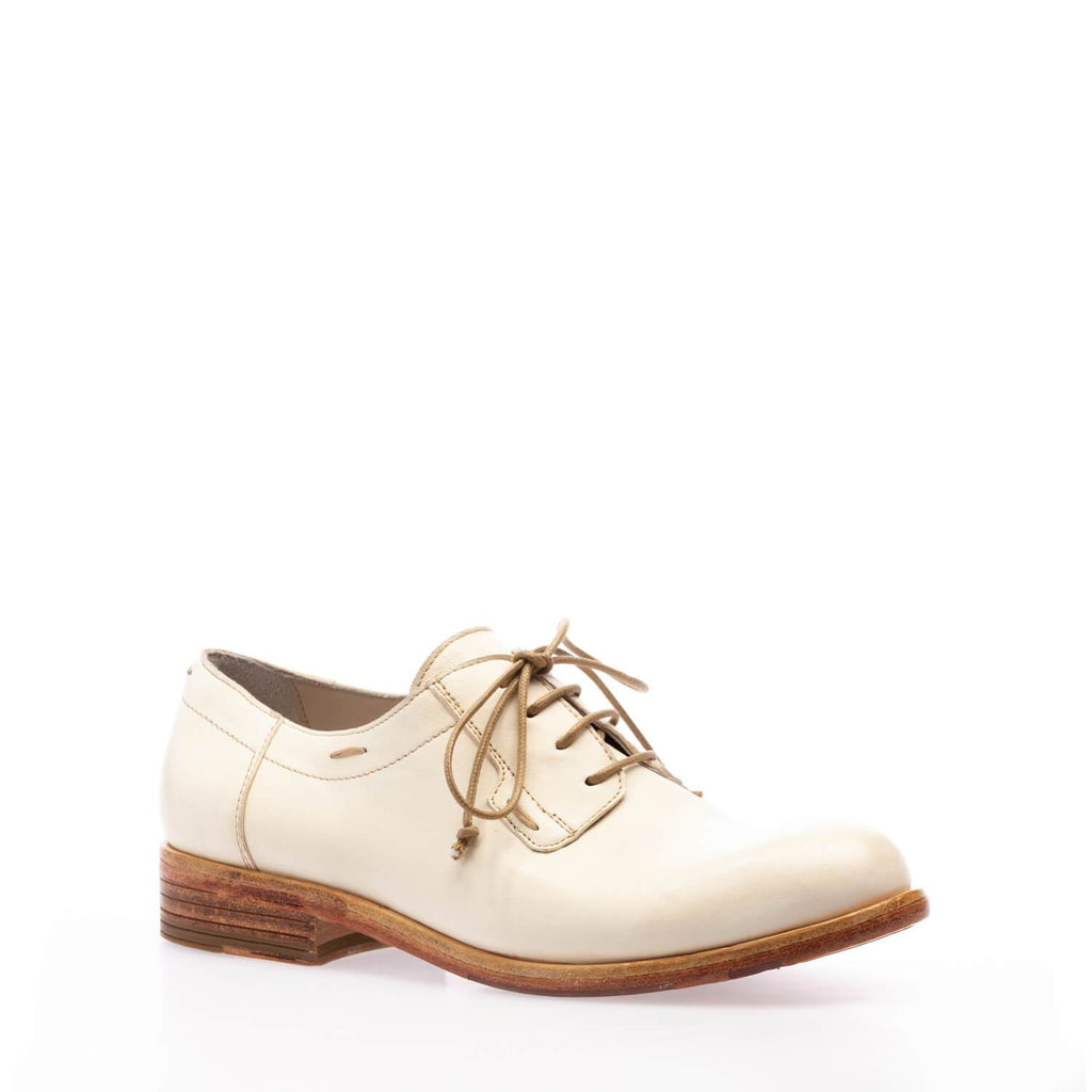 Off white calfskin low lace-up shoe