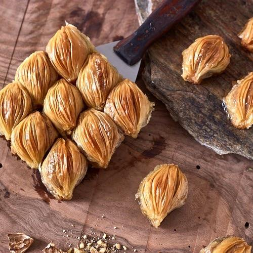 Moda Baklava Mussel Sharp with Walnuts (Midye)1 Lb