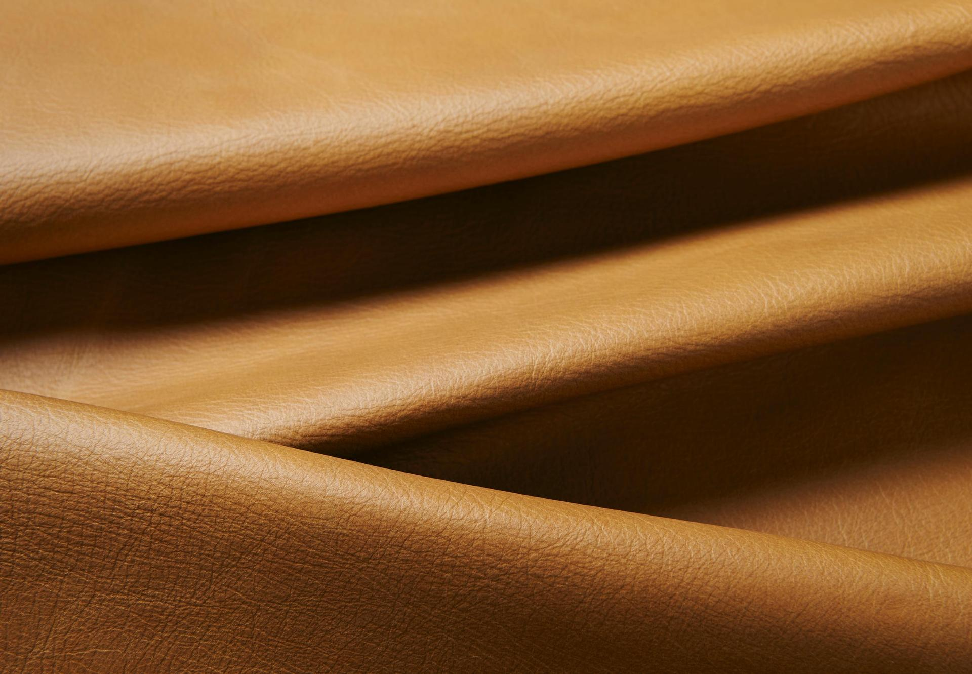 Balmoral - Crest Leather