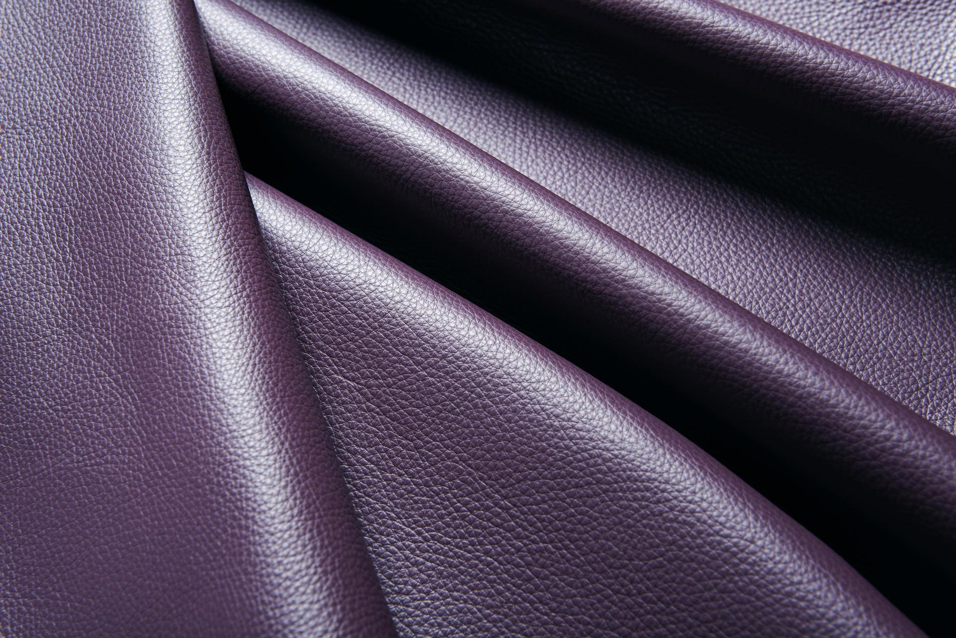 Hemmingway - Crest Leather