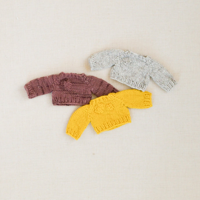 Hand-knit yarn embroidered Sweaters
