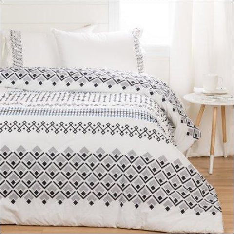 South Shore Lodge White Printed Comforter with Pillow Shams Multiple Sizes - South Shore 0066311070064