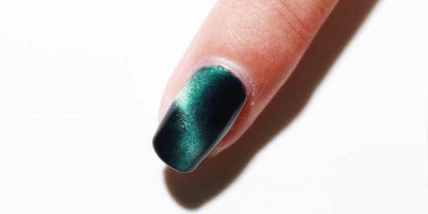 How to apply magnetic nail polish to get best cat eye nails at home in 4 simple steps