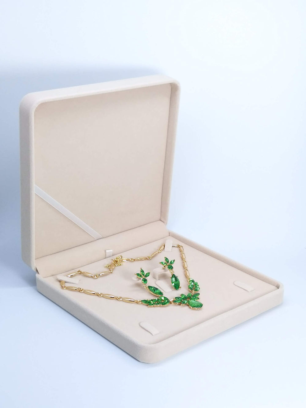 TIKIYOGI Jewelry Set Velvet Box Necklace - Shade & watches