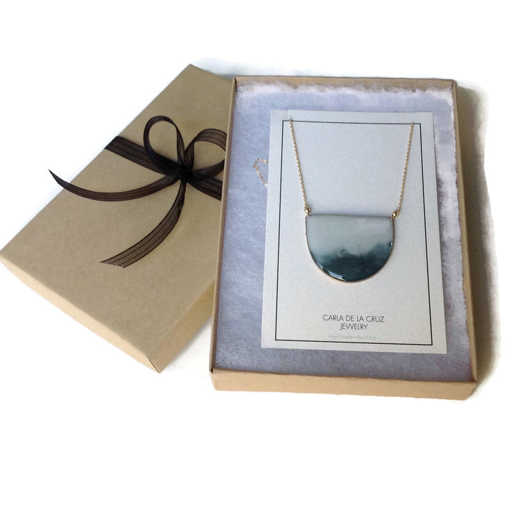 Geometría Half Moon Necklace Ombre Gray