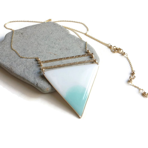 Geometría Ombré Blue Triangle Pendant Necklace