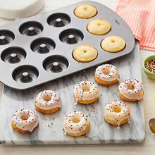 Load image into Gallery viewer, Wilton 3-Piece Mini Treat Pan Set