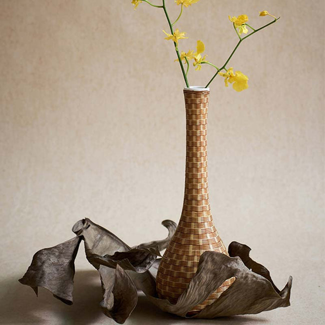 Ceramic_Flower_Arrangement_with_Bamboo_Wires_03