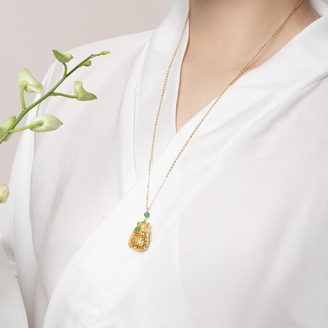 Pendant necklace with Flower sachets
