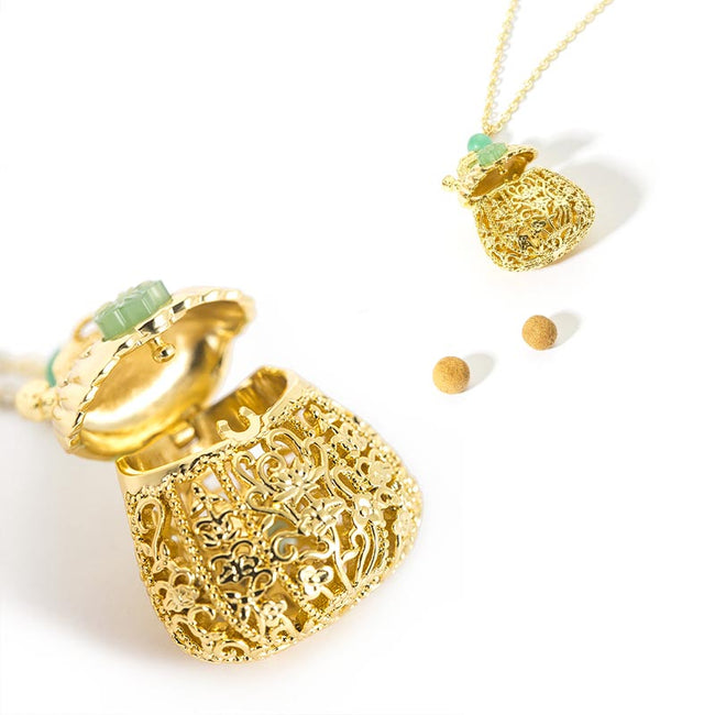 Pendant_necklace_with_Flower_sachets_01