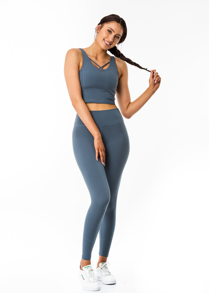 Online sportswear for women, blue sports bra in cropped length, soft and comfy fabric