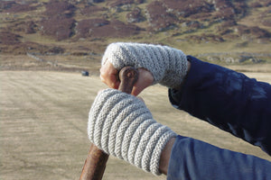 Wrist warmer knitting kit