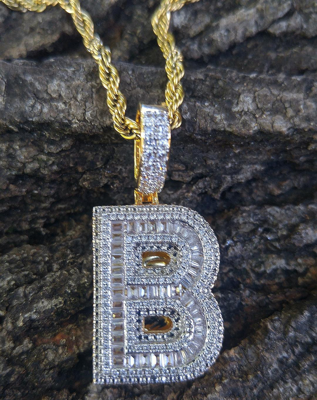 gold finish / baguette / solitaire initial pendant with 20 in rope chain