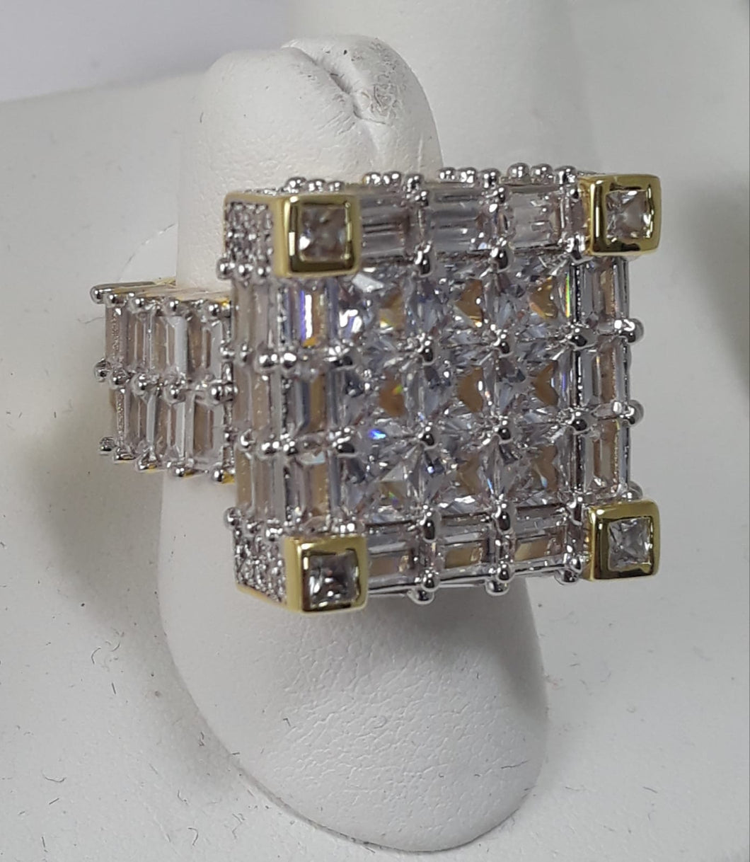 Full baguette box ring