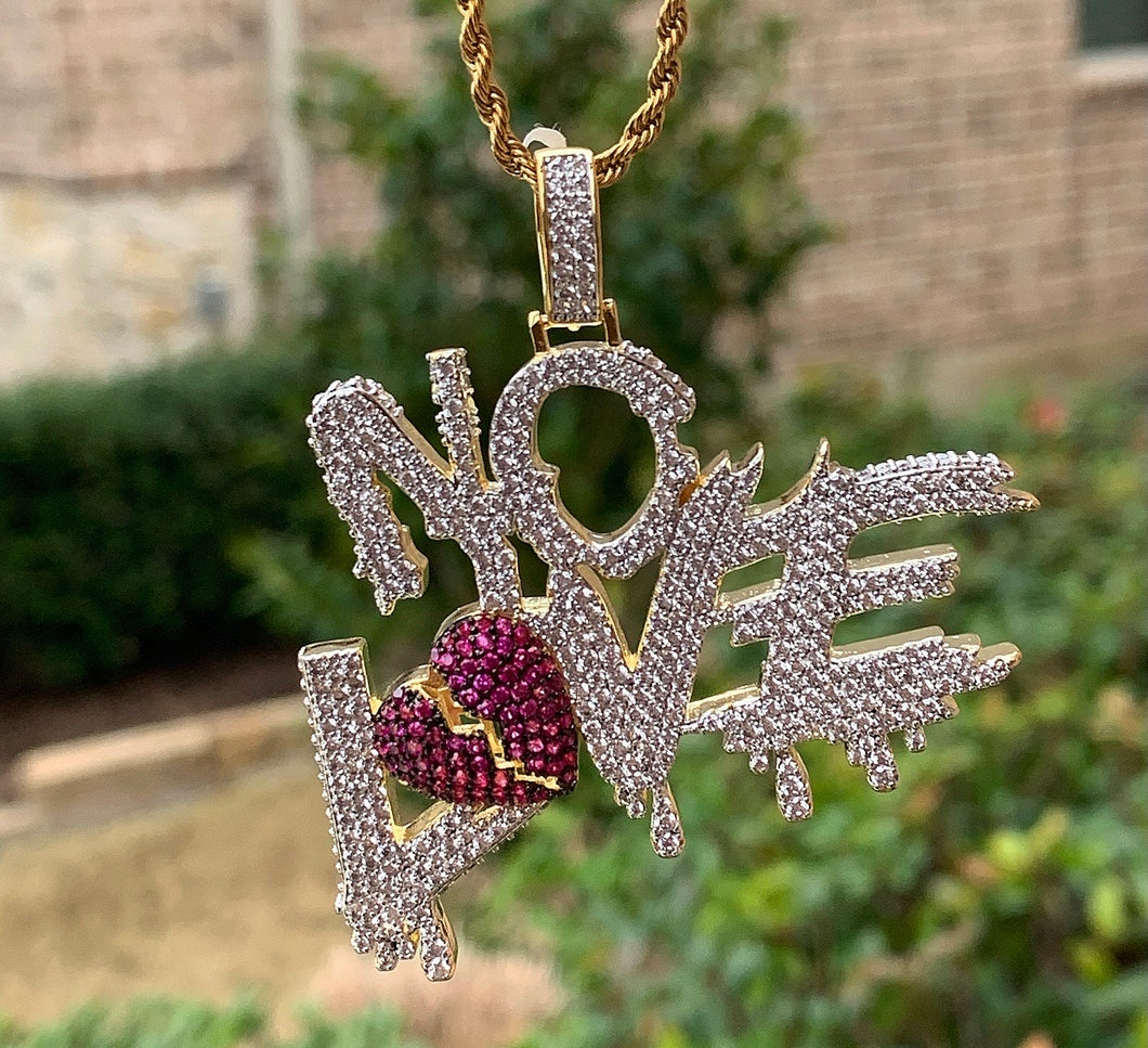 No love pendant with rope chain