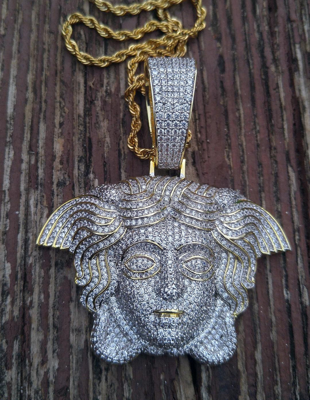 large medusa pendant with 20 in rope chain