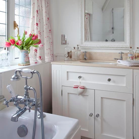 Small Bathroom Chic Lovely Floral Prints Rotator Rod