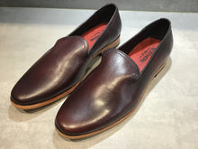 Load image into Gallery viewer, PLAYA LEATHER LOAFER IN CUSTOM ANTIQUED BORDO SIZE 11