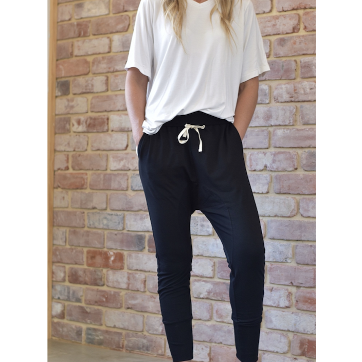 woman wearing black jersey jogger pants by style laundry