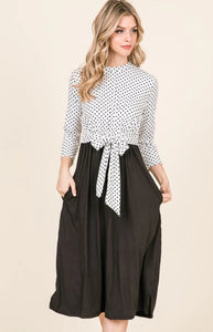 POLKA DOT MIDI DRESS / WHITE BLACK