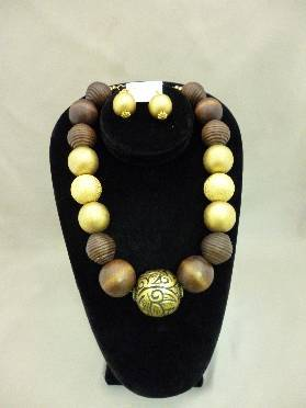 Wood & Gold Necklace Ball Set