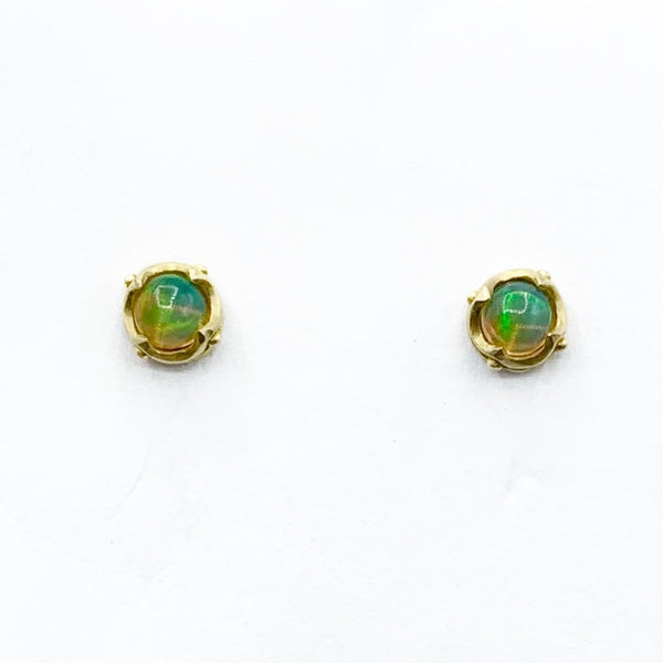 18 Karat Yellow Gold Stud Earrings with Round Opals