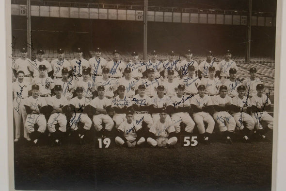 1955 New York Yankees Team Signed Auto 11 x 14 Photograph w/ Mickey Mantle JSA