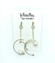Load image into Gallery viewer, Dangle Gold Moon with Pearl Earrings
