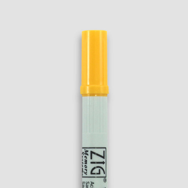 PEN_ZIG_Gallery_16_SUM Summer yellow Zig Writer pen for diaries journals and planners close up showing lid