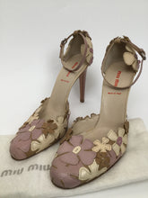 Load image into Gallery viewer, Miu Miu Pink Floral Pumps Size 9.5 - Vacation Perfect