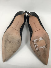 Load image into Gallery viewer, Manolo Blahnik Bibilaser Patent Leather size 37 Black Pumps